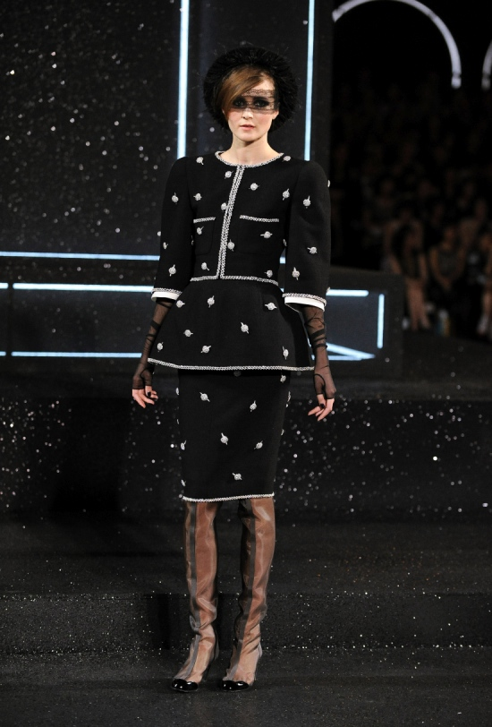Chanel Haute Couture Fall Winter 2011 Collection 21