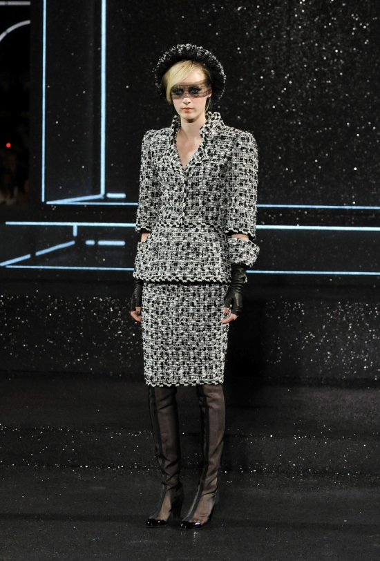 Chanel Haute Couture Fall Winter 2011 Collection 5