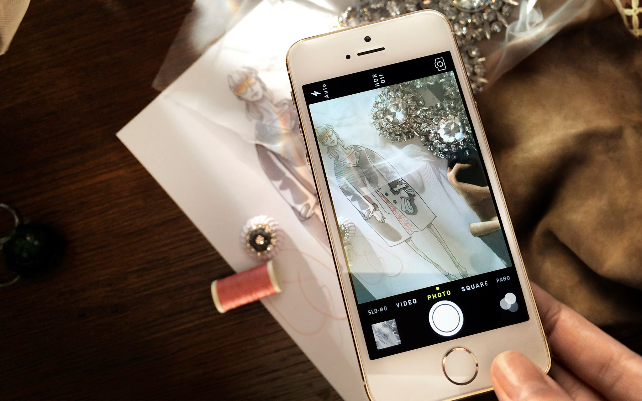 Burberry to use the iPhone 5s to shoot their Spring